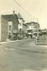 A view of Hoban St. in 1919 with the Windsor in the distance showing the fourth floor and side addition added by Belle Gallagher by 1910.